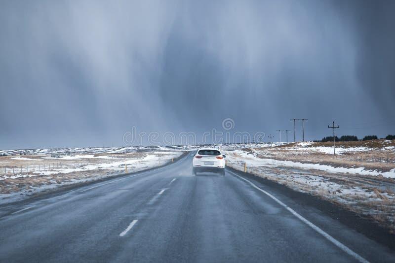 Плохая погода на дороге южной Исландии трассы 1 стоковые изображения