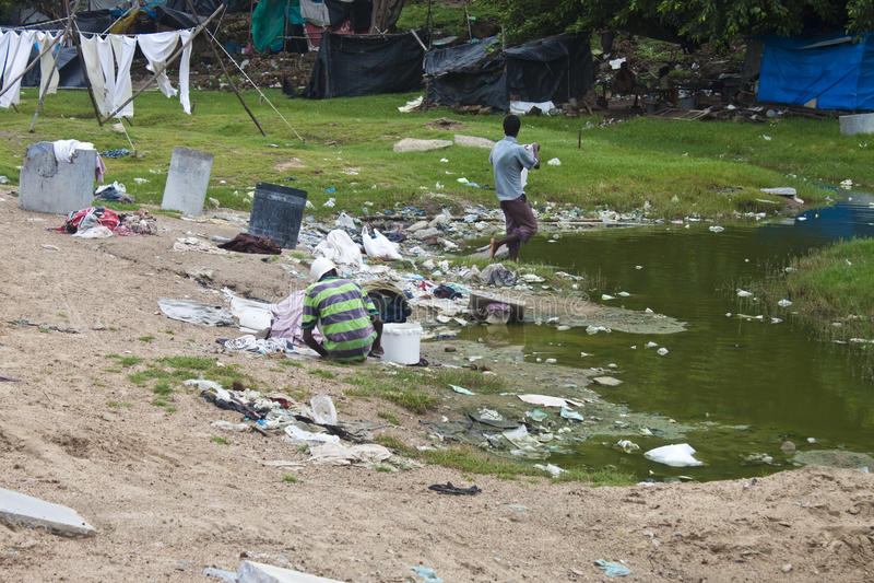Плохие люди живя в трущобе стоковые фотографии rf