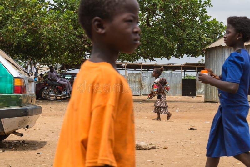 Плохие сельские африканские дети 13 стоковое фото rf