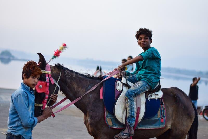 Плохой детский труд в Индии стоковое изображение rf