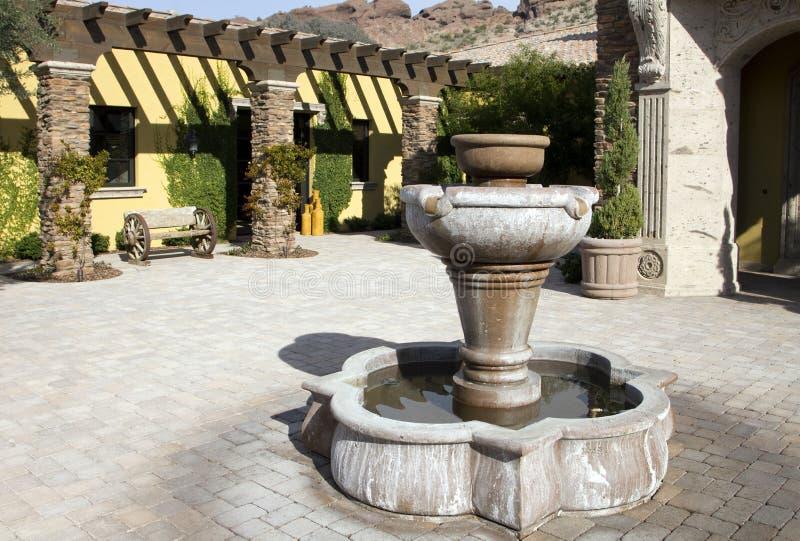 площадь домашнего хором фонтана напольная стоковое фото rf