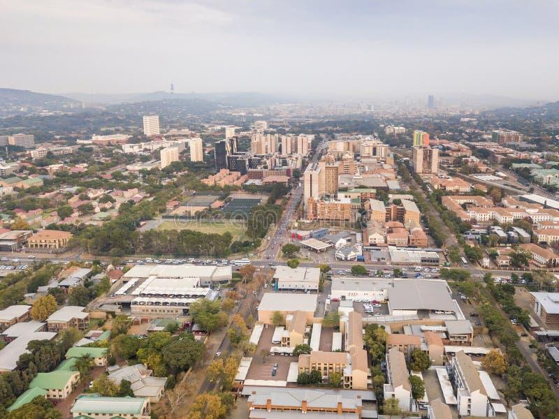 Площадь небоскреба Претории с жилым районом в рамках первого плана, ЮАР стоковые фотографии rf