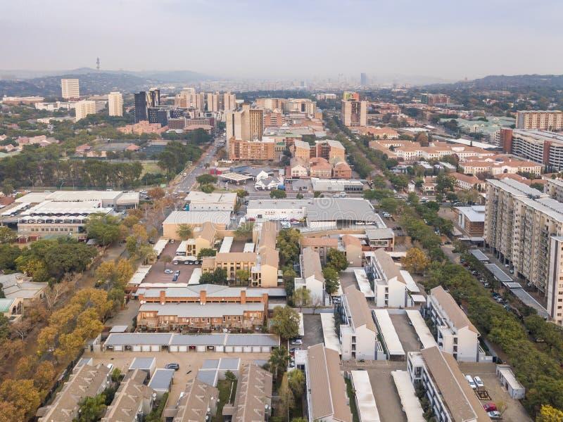 Площадь небоскреба Претории с жилым районом в рамках первого плана, ЮАР стоковое изображение rf