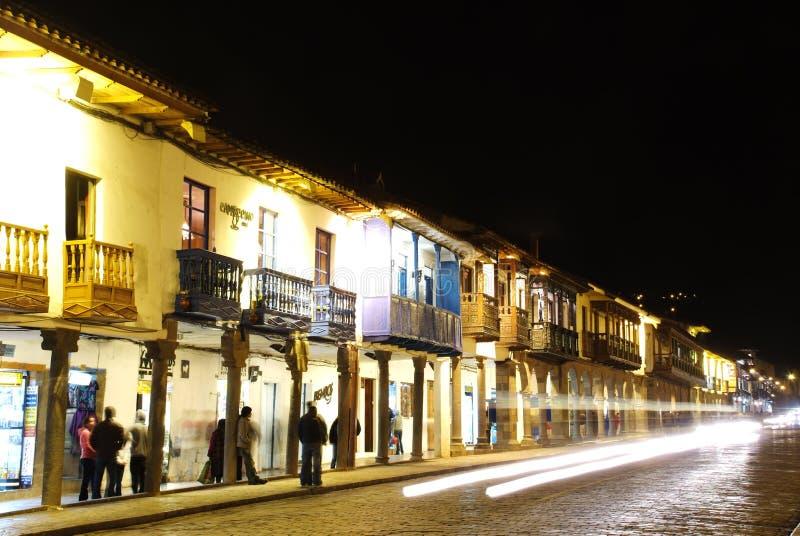 Площадь de Armas на ноче Красивый вид города Cuzco стоковые фотографии rf