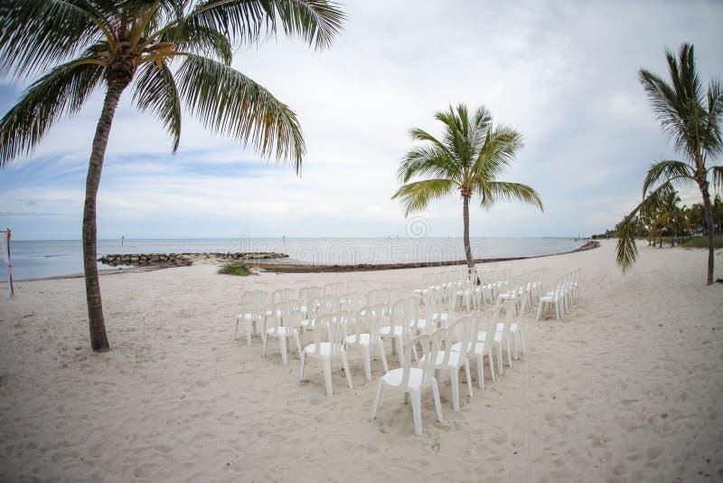 Пляж готовый для церемонии стоковые изображения