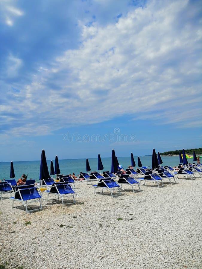 пляж ждет стоковые изображения