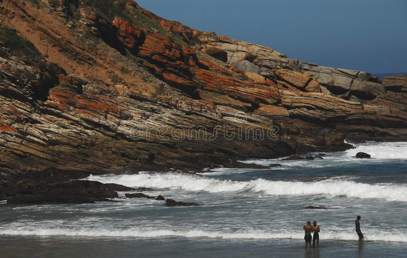 Пляж залива Африки Виктории в Южной Африке стоковые изображения rf