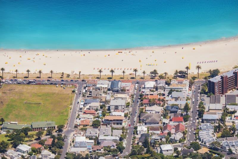 Пляж залива лагерей Южной Африки Кейптауна стоковая фотография rf