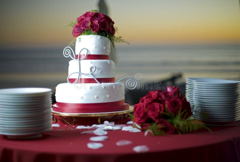 пляж за венчанием океана торта стоковые фотографии rf