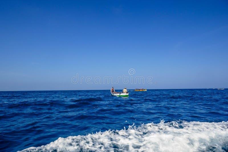 Пляж и тропическое море стоковые фотографии rf