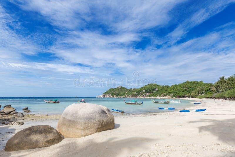 Пляж красивого белого песка тропический на Koh Дао, Таиланде стоковое фото rf