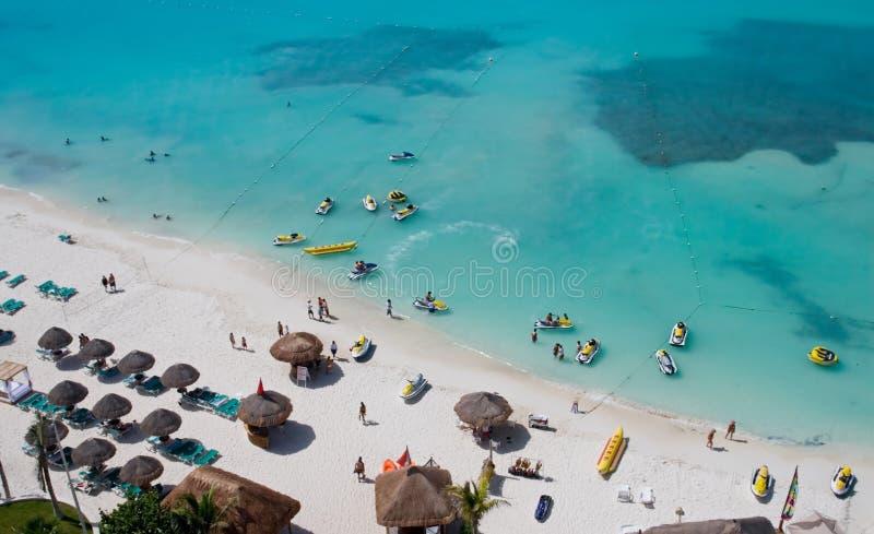 пляж наслаждаясь людьми стоковые изображения