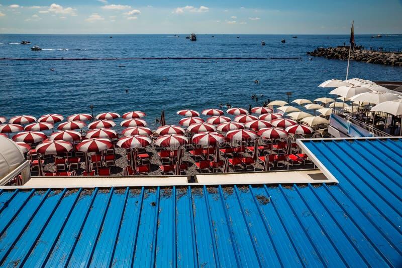 Пляж на побережье Амальфи, Италии стоковые фотографии rf