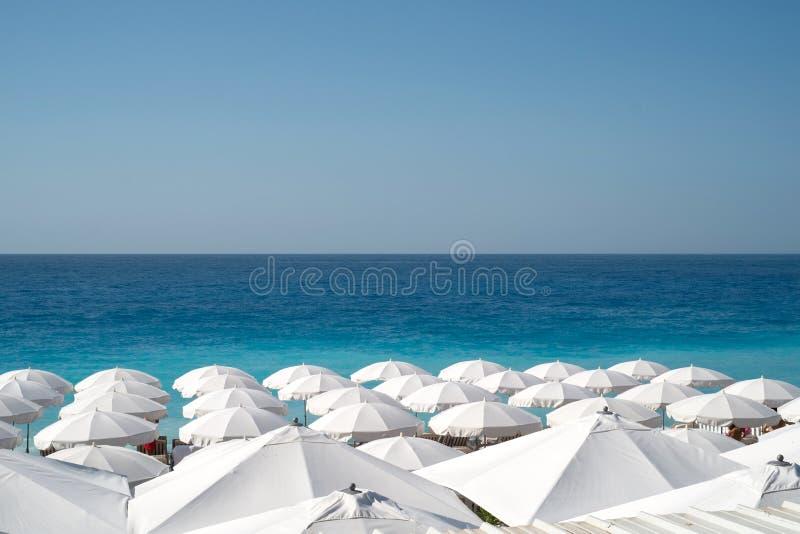Пляж на славной Франции, французской ривьере стоковое изображение