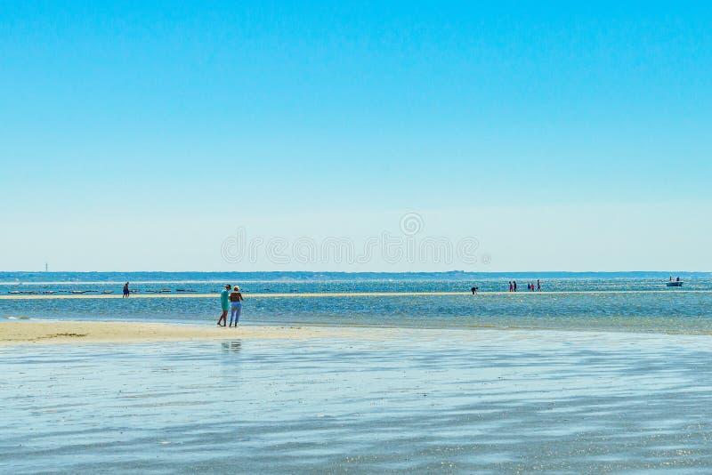 Пляж на ясный летний день в Provincetown, треске накидки, Массачусетсе стоковое фото rf