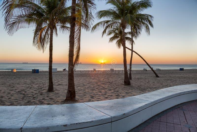 Пляж на Fort Lauderdale в Флориде на красивый день sumer стоковая фотография rf
