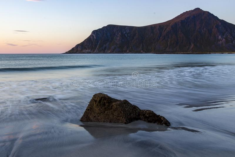 Пляж на Lofoten, Норвегии стоковые изображения rf