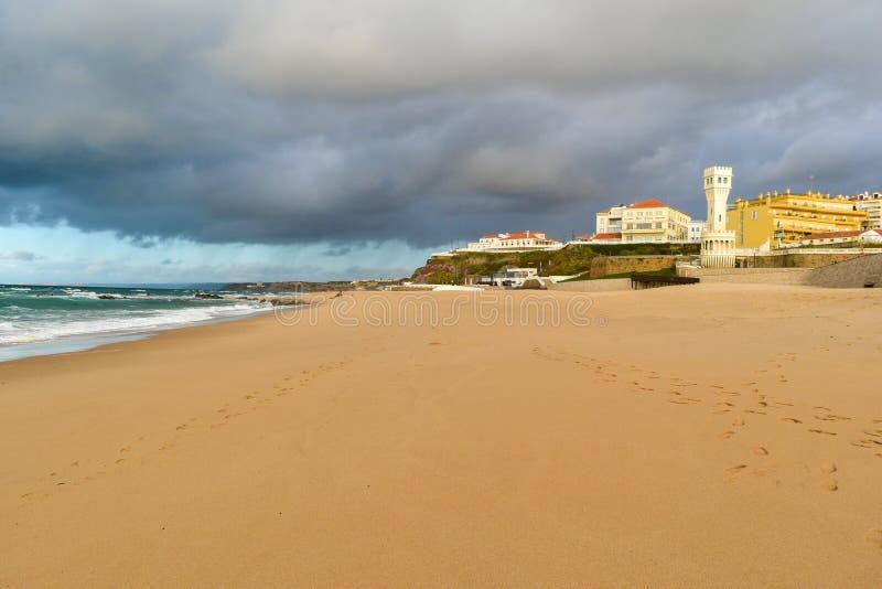 Пляж на Santa Cruz - Португалии стоковые фотографии rf