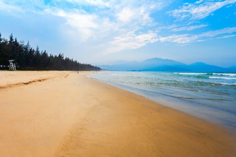 Пляж около города Danang, Вьетнама стоковое изображение