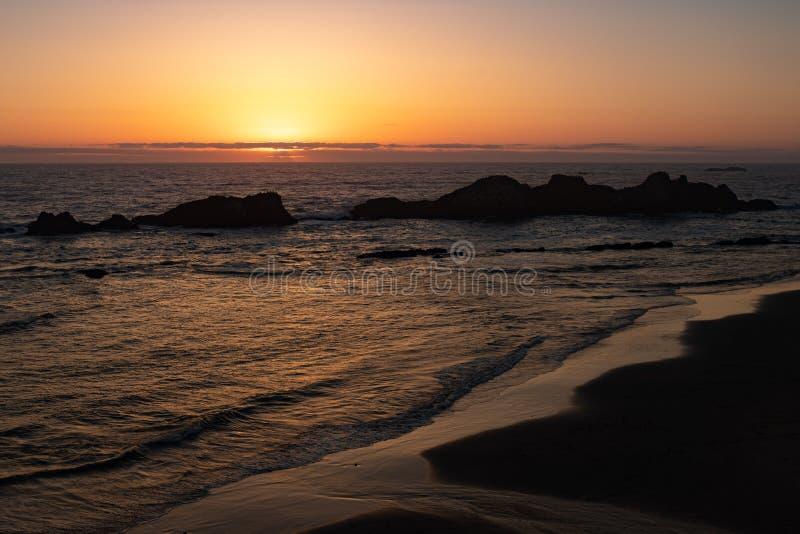 Пляж Орегона на сумраке стоковые изображения rf