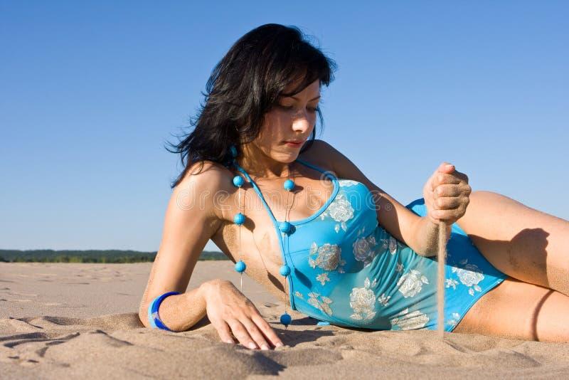 пляж ослабляя стоковое изображение rf