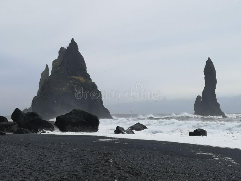 Пляж отработанной формовочной смеси Reynifsjara, Исландия стоковая фотография rf