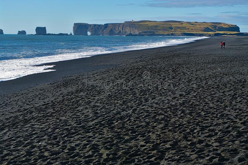 Пляж отработанной формовочной смеси Reynisfjara, Исландия стоковые фотографии rf