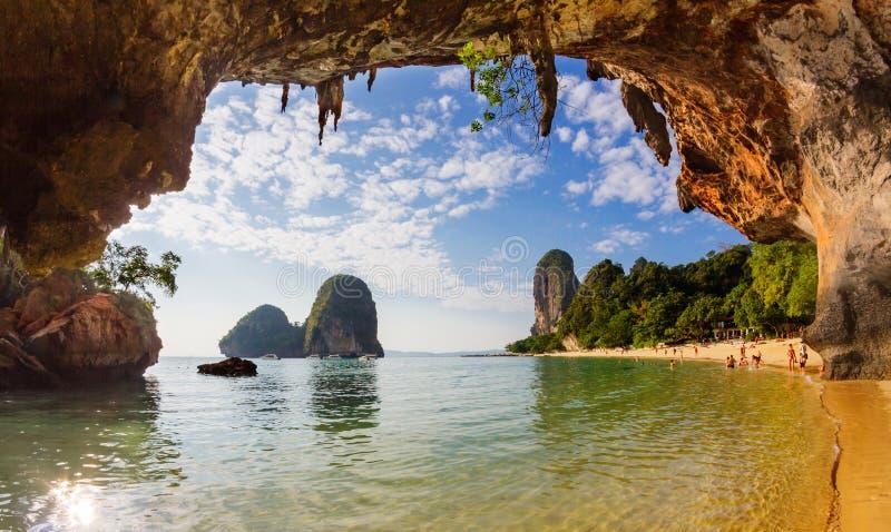 Пляж пещеры Phranang, Krabi стоковые изображения