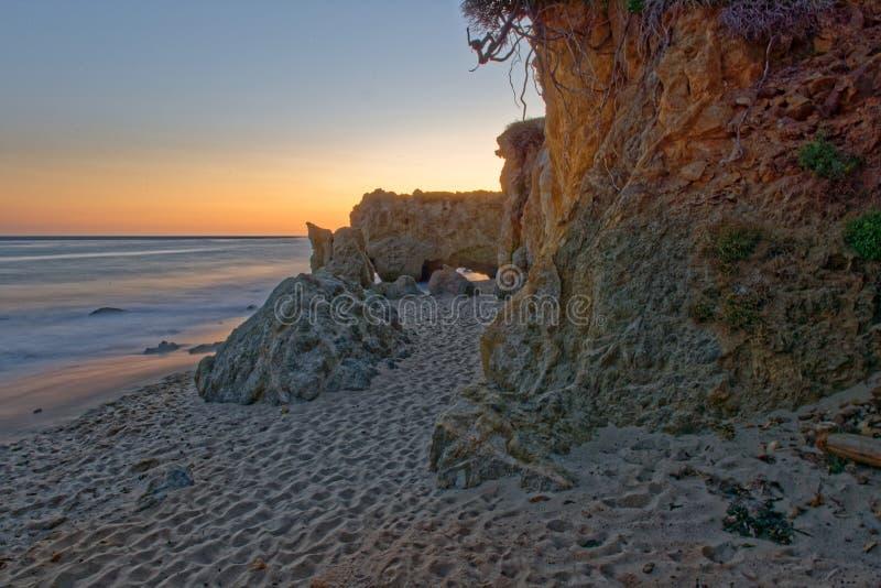 Пляж положения El матадора в Malibu стоковое изображение