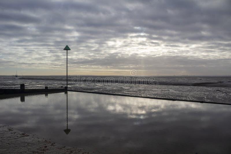 Пляж причала колокола на Leigh-на-море, Essex, Англии стоковое изображение rf