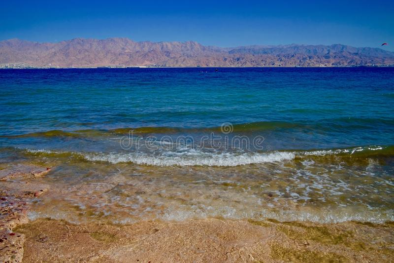 Пляж развевает на пляже коралла в Eilat, Израиле стоковая фотография rf