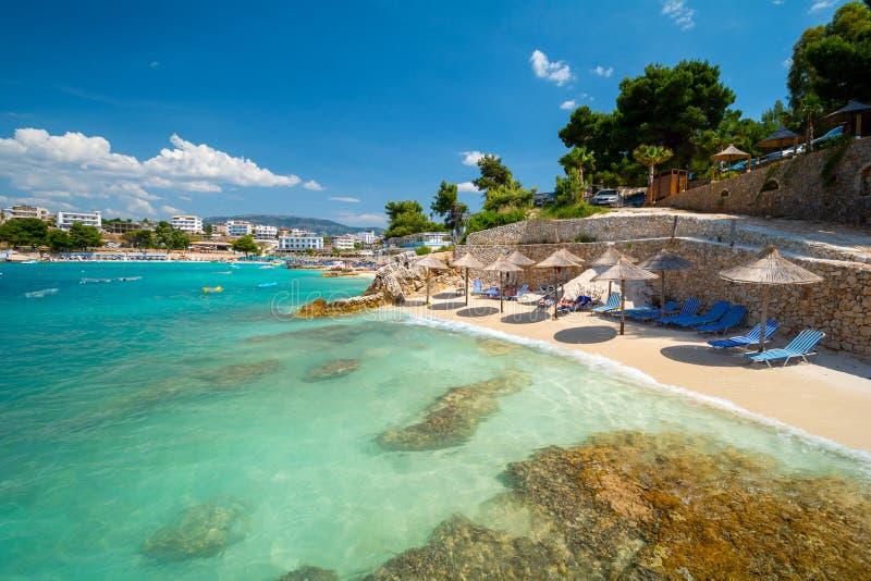 Пляж рая в Ksamil в Албании стоковое фото