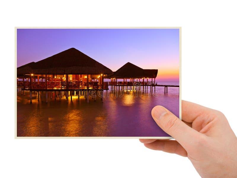 Пляж руки и Мальдивов отображает мое фото стоковая фотография