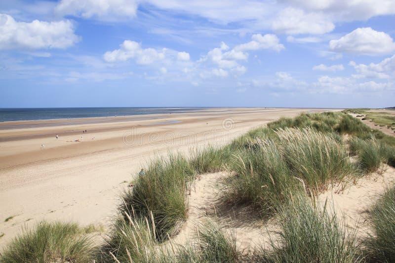 Пляж северный norfolk Великобритания holkham песчанных дюн стоковые изображения