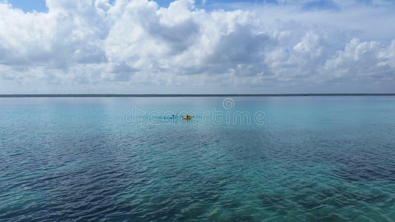 Пляж сини Мексики моря Tulum стоковые фотографии rf