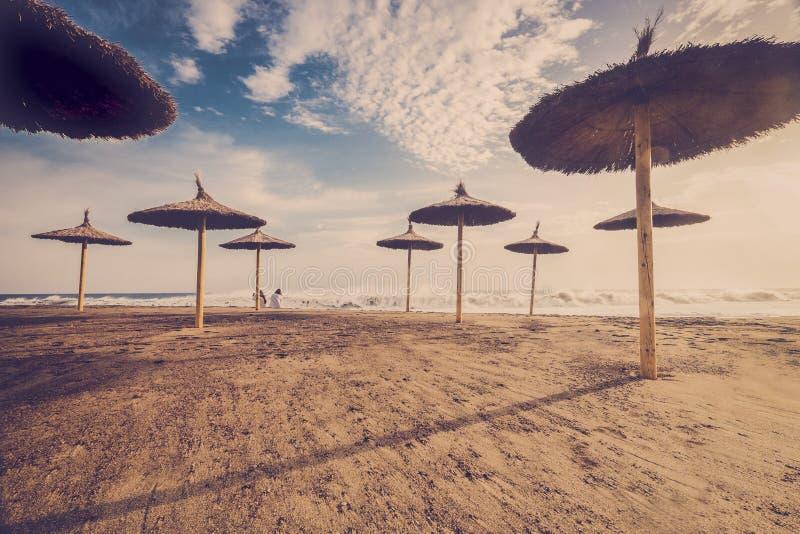 Пляж солнца зонтика стоковые изображения rf