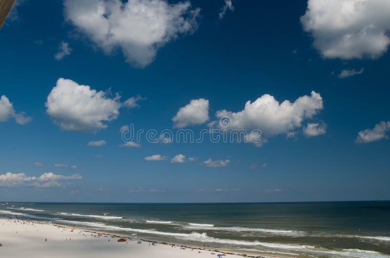 Пляж с белым песком Алабама Мексиканского залива стоковое фото