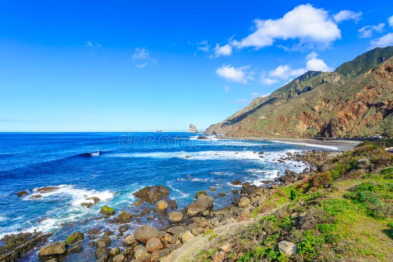 Пляж Тенерифе, Канарских островов, Испании - Benijo увиденный от Roque de стоковые фотографии rf