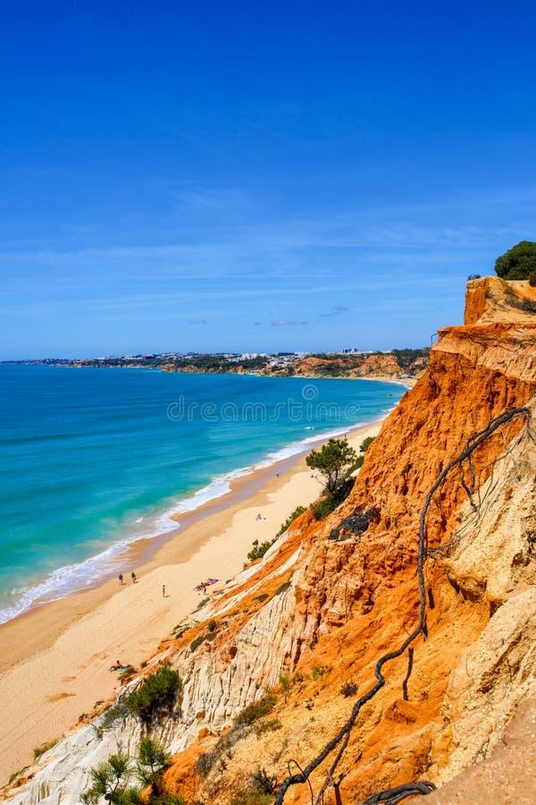 Пляж Albufeira Португалия Falésia стоковое изображение