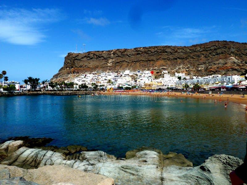 Пляж aqua Amadores в Gran Canaria на Канарских островах стоковая фотография rf