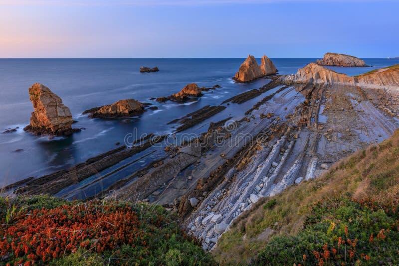 Пляж Arnia, Кантабрия, Испания стоковые изображения
