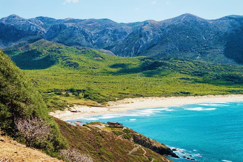 Пляж Cala Domestica в Средиземном море Сардинии курорта Buggerru стоковые фотографии rf