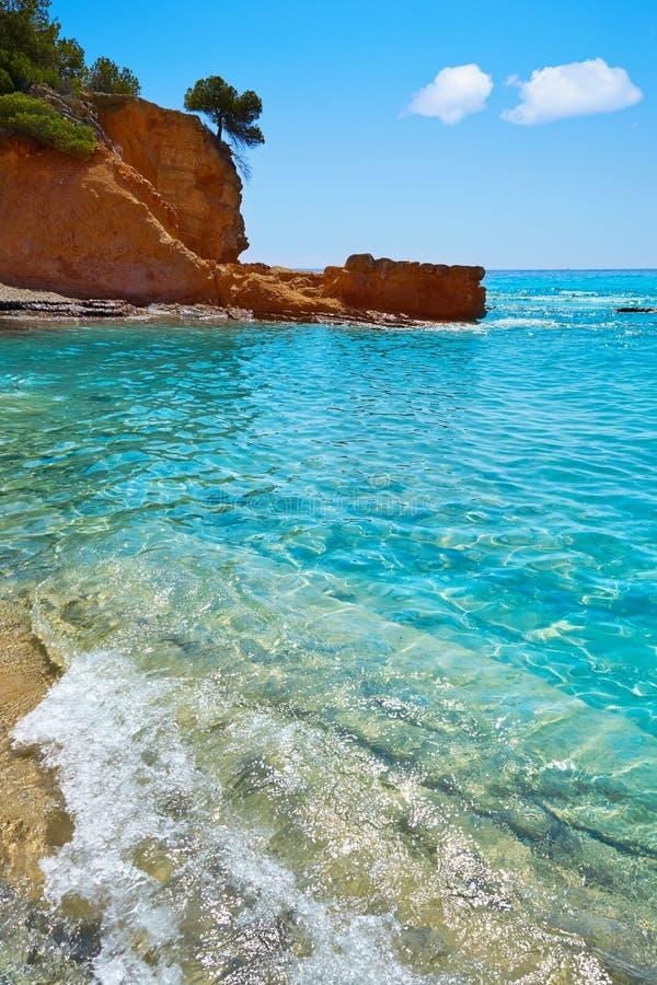 Пляж Cala Pinets в Benissa Аликанте Испании стоковое фото rf
