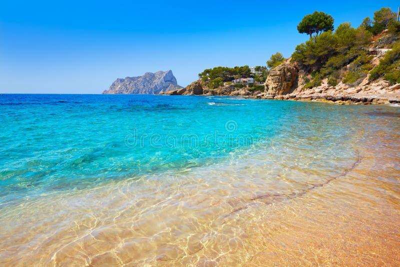 Пляж Cala Pinets в Benissa Аликанте Испании стоковая фотография rf
