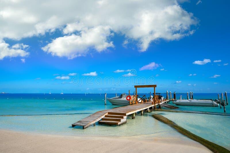 Пляж Cancun Playa Линды в зоне гостиницы стоковые фотографии rf