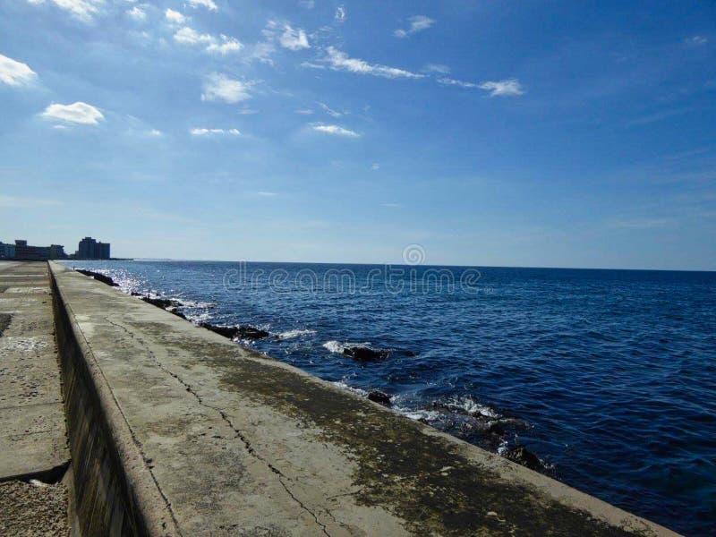 пляж conrete в Кубе стоковые фото