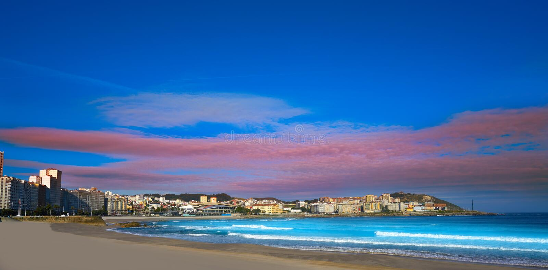 Пляж Coruna Riazor Ла в Галиции Испании стоковые фотографии rf