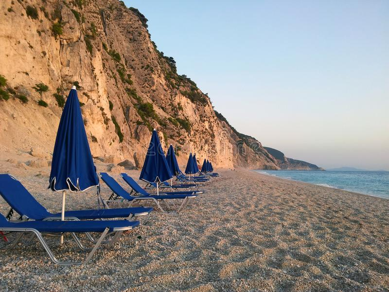Пляж Egremni на заходе солнца стоковые фотографии rf