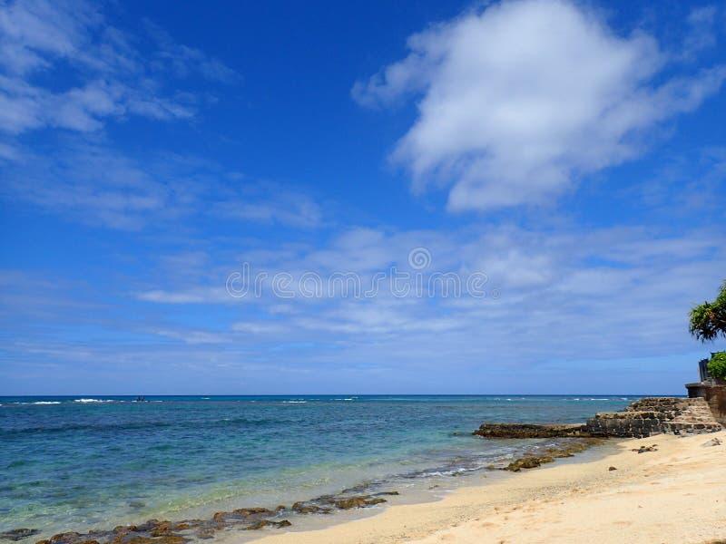 Пляж Makalei на Gold Coast стоковые фотографии rf