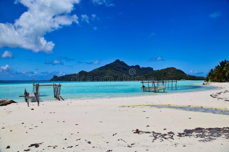 Пляж Maupiti, остров Таити, Французская Полинезия, близко к Bora-Bora стоковые фотографии rf